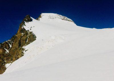 Glacier des rouies et sommet avec guide de haute montagne