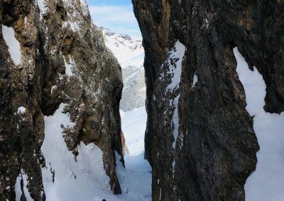 raid à ski en italie, descente d'un couloir