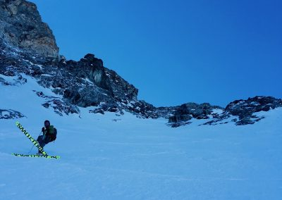 Ski hors piste à la grave avec un guide de haute montagne