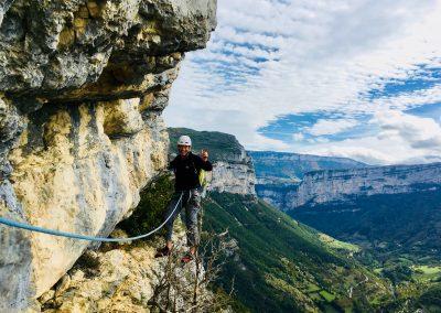 Arrivée au sommet après une escalade à Presles Vercors