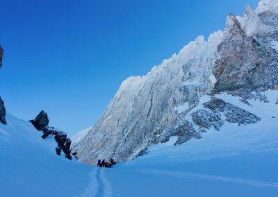 Skis hors piste à la grave encadré par un guide de haute montagne Raphaël Wagon