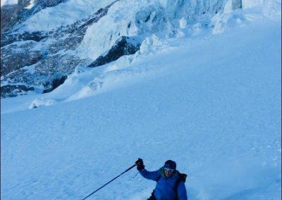 Ski dans des couloirs la grave guide de haute montagne