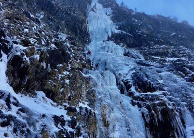 Grimper une cascade de glace avec un guide