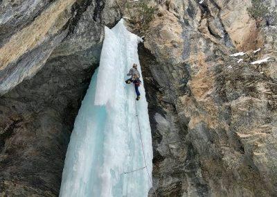 Escalader une cascade de glace avec un guide de haute montagne